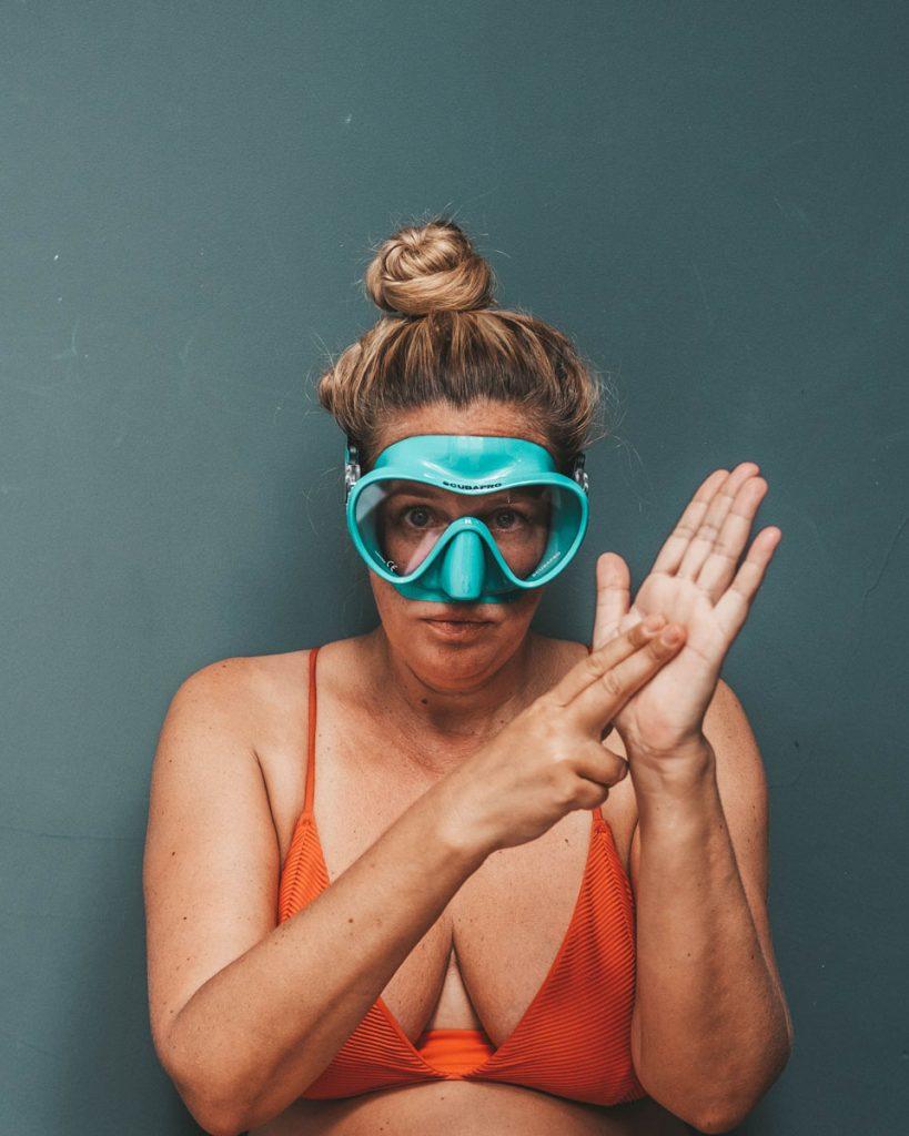 scuba hand signal for how much air